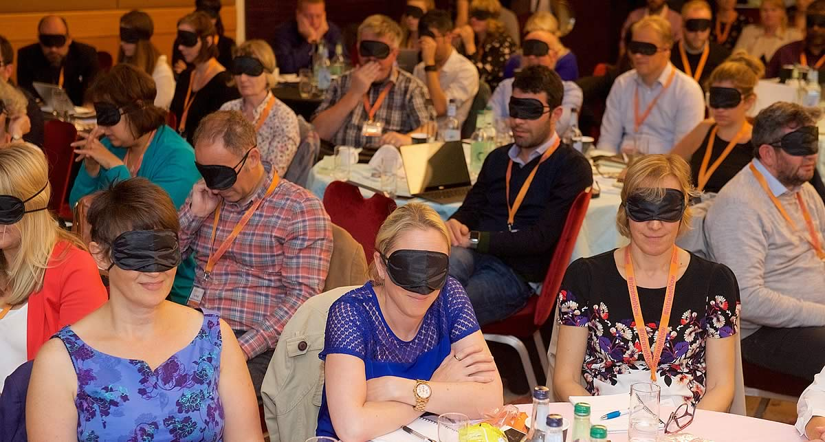 Blindfolded audience 2016.